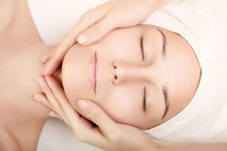 Résultats de recherche d'images pour «facial massage»