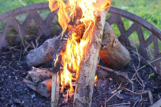 comment allumer un feu dans un braséro