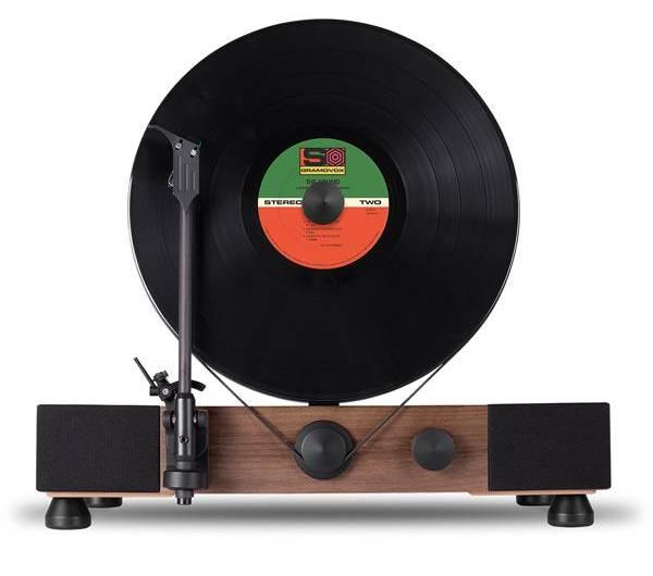 Une platine vinyle peu encombrante qui joue les enregistrements verticalement ! 4