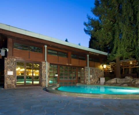 Diney_Sequoia_Lodge_6